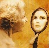 Come invecchiare bene nella cultura della giovinezza maieutike studio psicologo a bologna - Scimmia che si guarda allo specchio ...